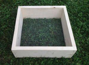 Ruční prosévačka na kompost, písek ... oko 10 x 10 mm