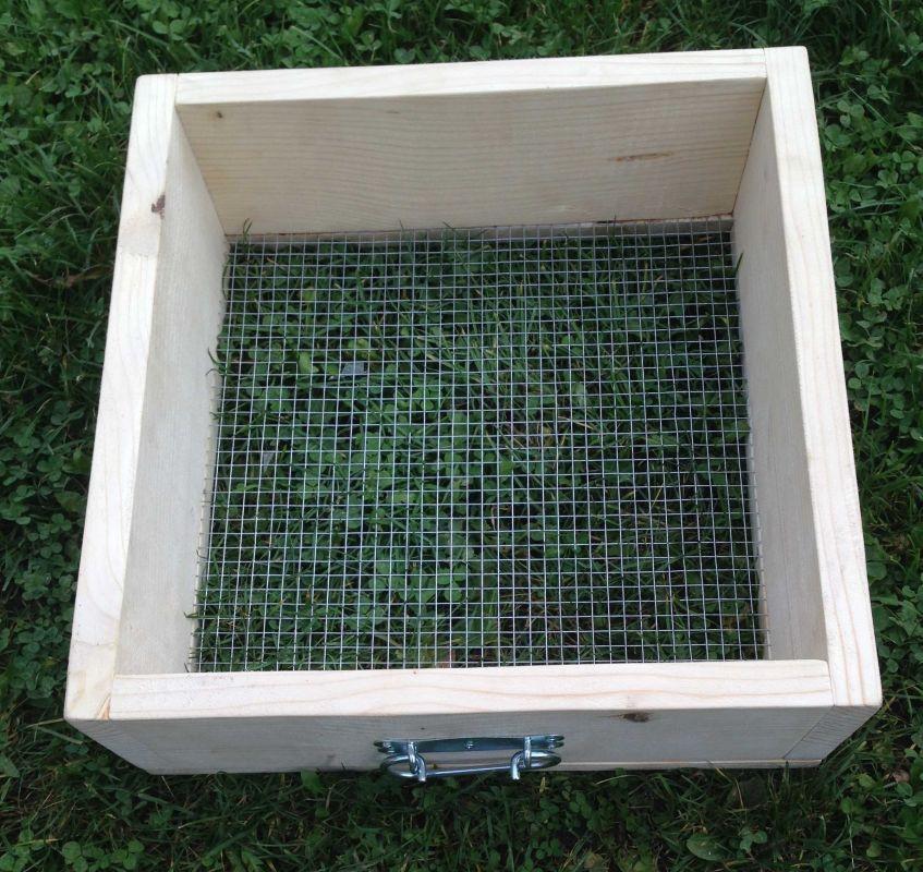 Prosévačka kompostu oko 10 x 10 mm